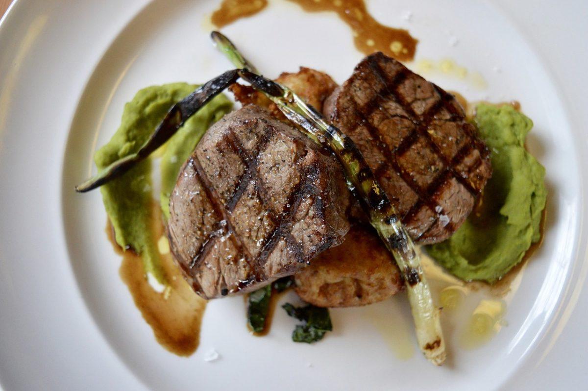 The 7 Best Bachelor Pad Dinnerware, bachelor pad, dinnerware, plate, food,steak, restaurant, dinner